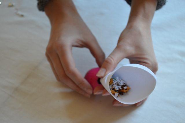 konfeti-pripildomas-kiausinis-5156a44e3ed8d